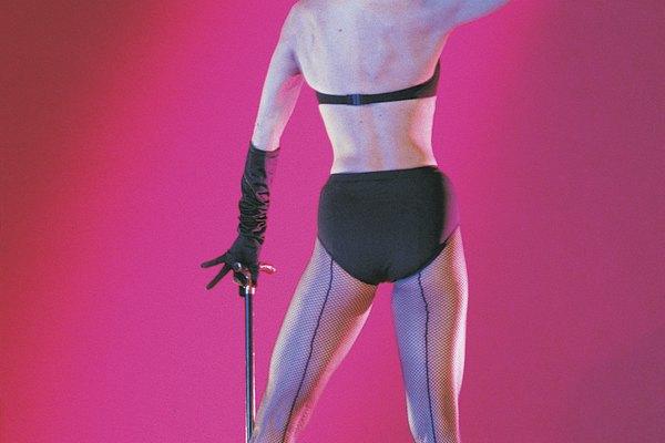 Los vestuarios de cabaret conllevan un sentimiento de confidencia y sofisticación.