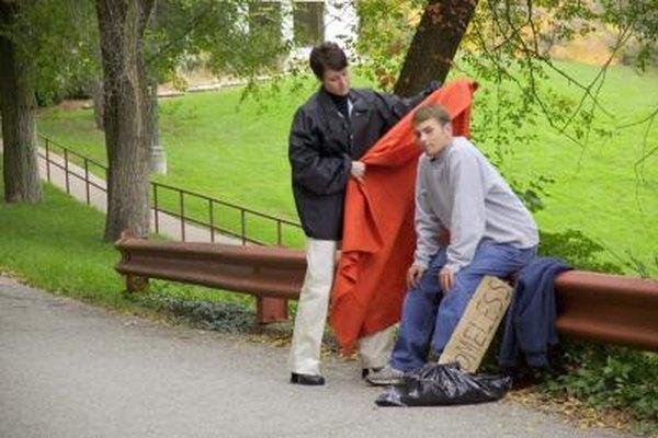 Los trabajadores sociales trabajan con miembros de la sociedad que tienen discapacidades, como por ejemplo los que no tienen un una casa.