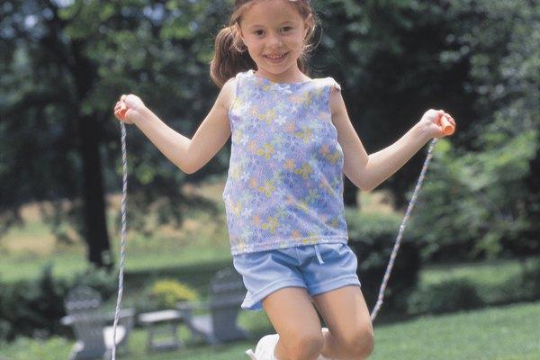 Saltar la cuerda es un gran ejercicio para los niños.