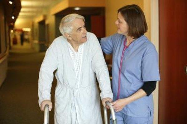Las estructuras verticales organizacionales de los hospitales están diseñadas para asegurar que los trabajadores del cuidado de la salud estén enfocados en sus roles específicos.