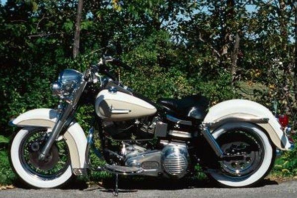 Los mecánicos de motocicletas ayudan a que las motos anden bien.