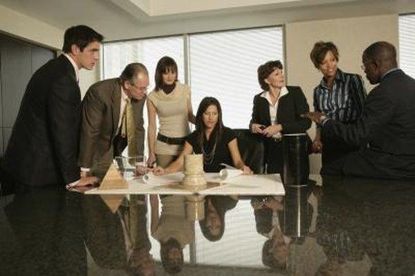 Los proyectos de equipo trabajan hacia objetivos comunes.