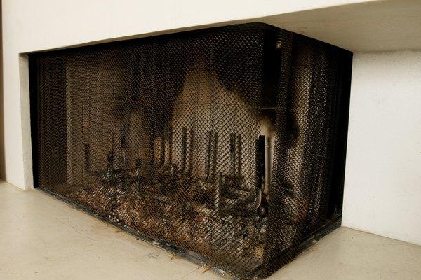 Las cenizas de una chimenea solo se deben aspirar una vez que esté fría.