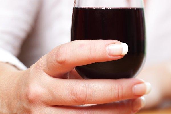 No uses más esas copas lisas, disfruta tu vino con una decorada a mano.