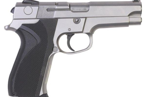 Las armas de fuego semiautomáticas pueden utilizas mecanismos de gatillo de simple o doble acción.
