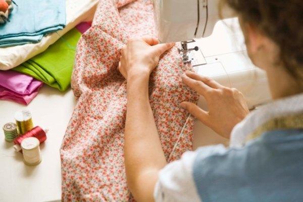 Las máquinas de coser con frecuencia tienen muchas posibilidades de coser en zigzag.
