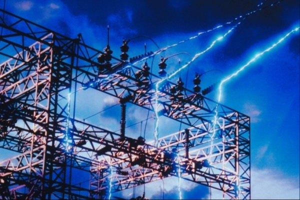 Una central eléctrica está fabricada de metal para permitir que sea un buen conductor.