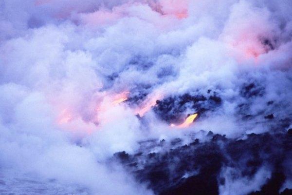Los puntos calientes volcánicos son lugares donde el magma astenosférico llega a la superficie, como aquí en Islandia.
