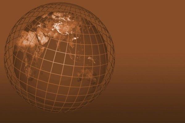 La trigonometría esférica utiliza los valores de latitud y longitud para determinar las distancias angulares.