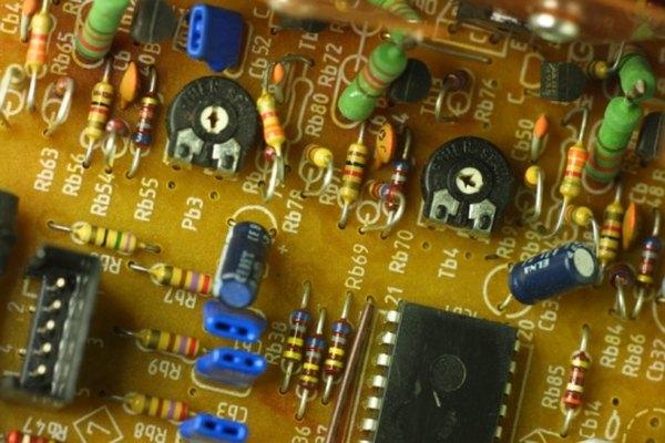 Los trimpots permiten que los técnicos ajusten un circuito.