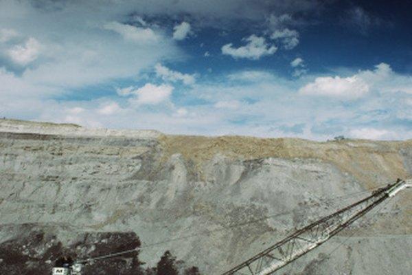 Las minas abiertas permiten el uso de máquinas de gran tamaño.