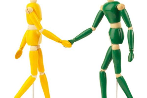 Tirar en dos direcciones diferentes con la misma cantidad de fuerza crea una fuerza equilibrada y balanceada.