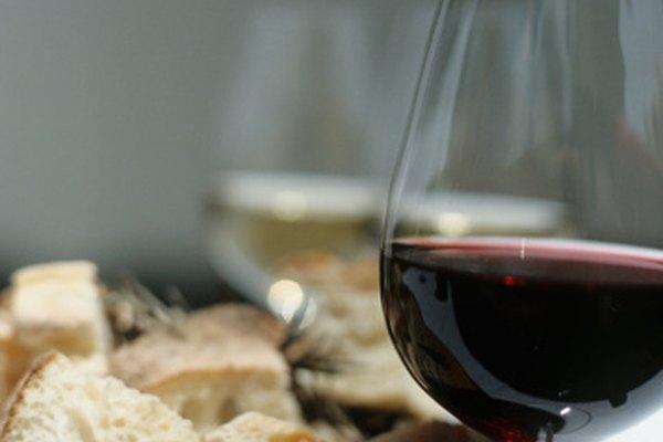 Un buen vino tinto es rico en cuerpo y fuerte en aroma.
