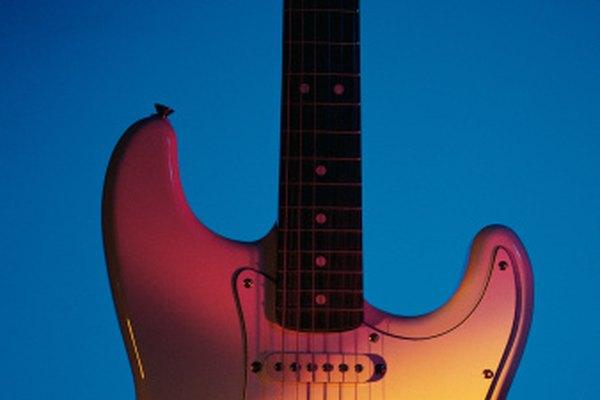 Las cuerdas de la guitarra se pueden romper por una variedad de causas.