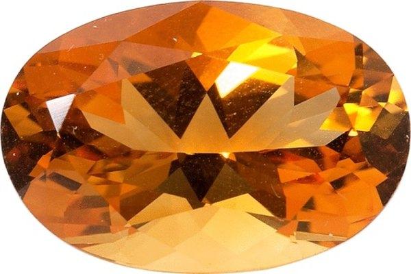 El peso en quilate y el grado de corte de una piedra preciosa son esenciales para determinar el encastre apropiado para una pieza de joyería.