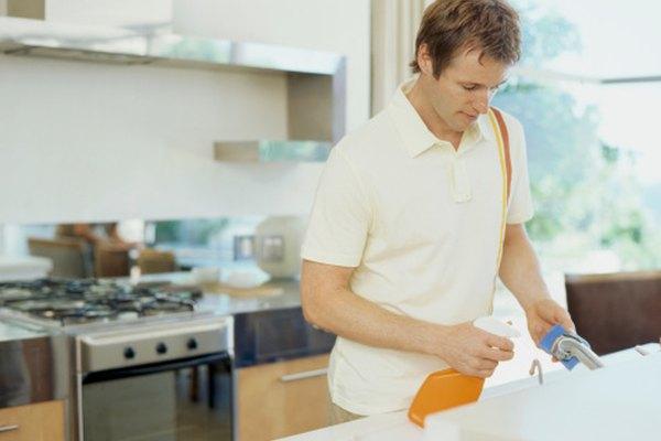 Limpia las mesadas y otras superficies antes de colcocar ventosas.