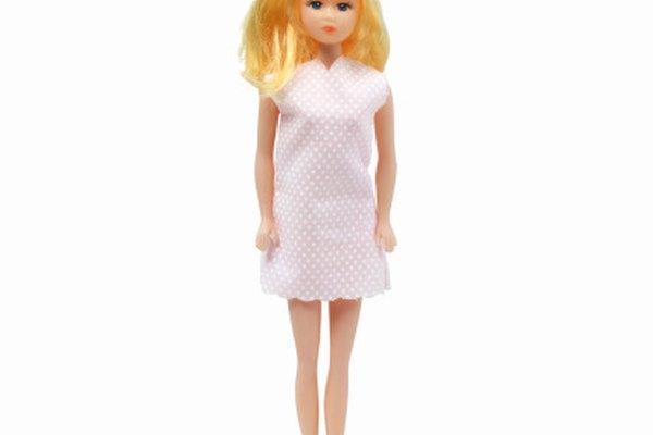 Las muñecas Barbie tienen muchos años de existencia.