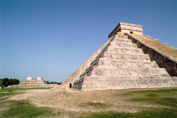 La fórmula del volumen de la pirámide es la misma, sin importar su tamaño.