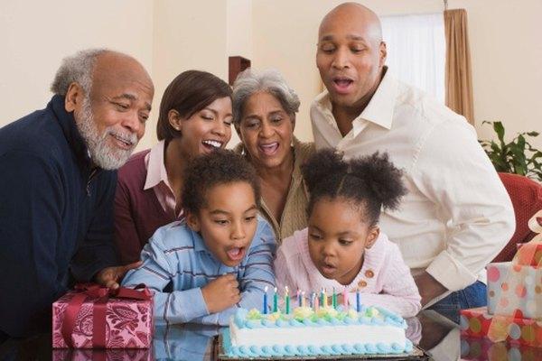 Un genograma es un gráfico de la familia que muestra la dinámica de la familia y las relaciones mediante símbolos.