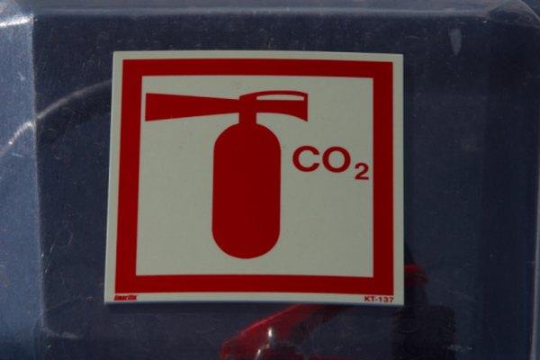 Cada molécula de dióxido de carbono está constituida por un átomo de carbono y dos átomos de oxígeno.