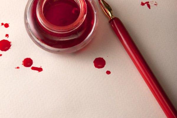 Una tinta hecha en casa puede ser utilizada en bolígrafos o aplicarse con un pincel.