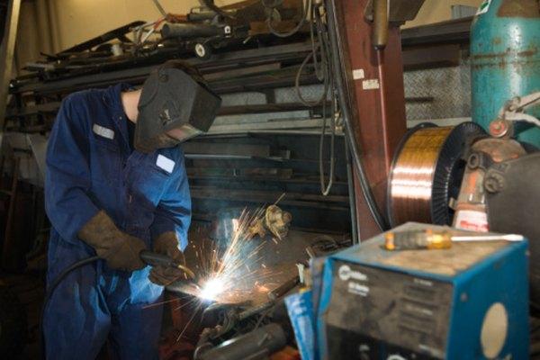 Soldar con oxiacetileno es extremadamente peligroso y requiere el uso de equipo de seguridad apropiado.