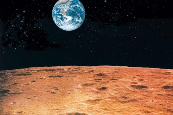 La Tierra se ve pequeña desde la luna.