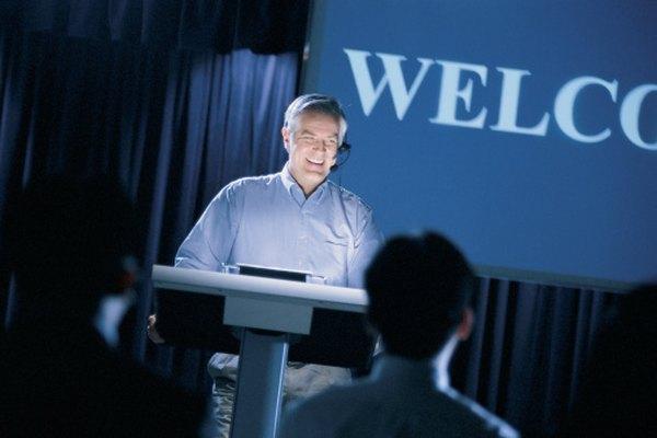 Aunque estés nervisio, demuestra seguridad al dar un discurso.
