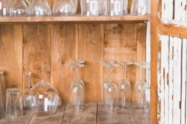 Debes guardar las copas de vino al revés y lejos de la luz solar y de los artículos que producen olor.