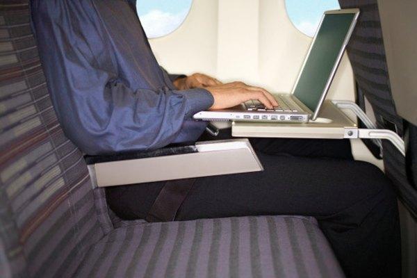 Las letras en los asientos de los aviones te ayudan a encontrar tu asiento en la fila.