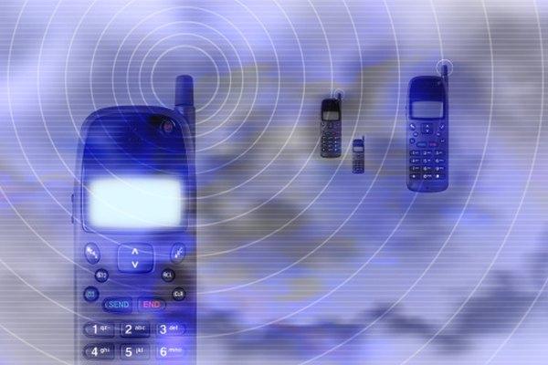 Las transmisiones de radiofrecuencias son esenciales para cualquier dispositivo de comunicación móvil, como el teléfono celular.
