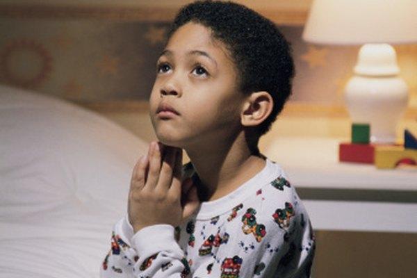 Las manualidades centradas en un tema acentúan la importancia de la oración diaria en la vida del niño.