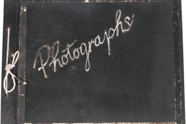 Los álbumes de fotos antiguos pueden no querer entregar sus tesoros.