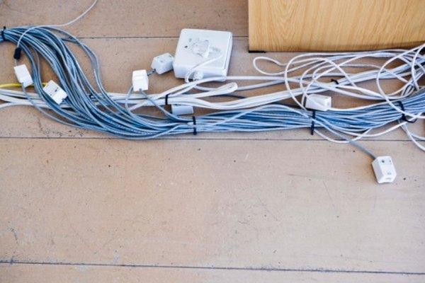 A diferencia de alambre convencional, el alambre recubierto de esmalte requiere de un método especial de pelado.