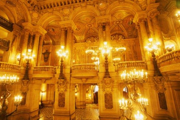 El Opera de París es el fondo de las actividades fantasmagóricas en la famosa novela de Gastón Leroux.