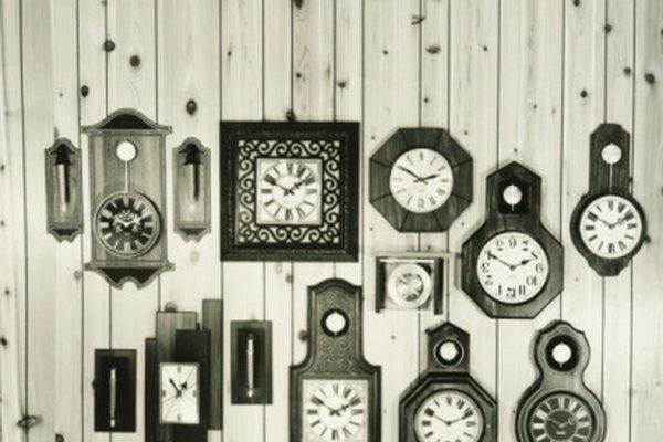 Las leyes del movimiento de péndulo regulan los tiempos en los relojes.