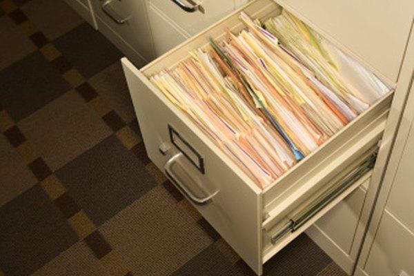 Los archiveros y muebles de oficina se pintan electrostáticamente para lograr una mayor duración de la pintura.