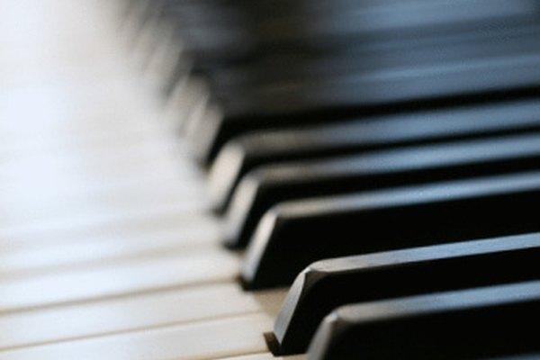 Las teclas del piano no deberían pegarse.