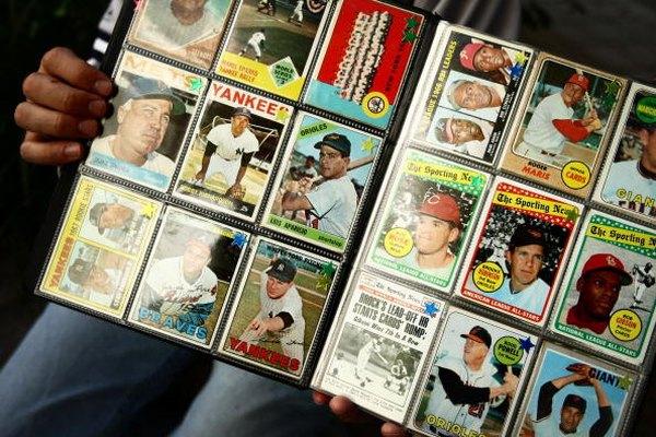 Algunas tarjetas de béisbol valen una gran cantidad de dinero.