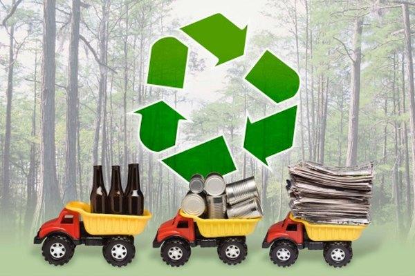 Vidrio, latas de aluminio y papel son sólo uno de los muchos productos fabricados con materiales reciclados.