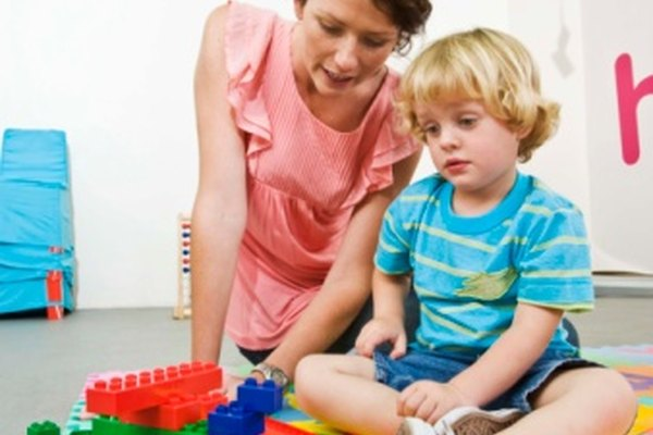 Los niños estarán más interesados en aprender el nombre de los colores si se les enseñan durante sus actividades favoritas.