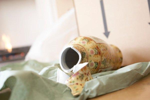 La mayoría de puntas rotas de jarrones se pueden reparar en casa.