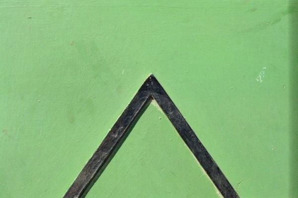 La trigonometría se basa en triángulos y ángulos.