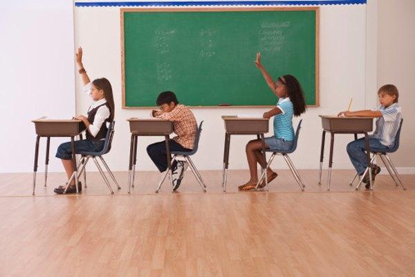 Los estudiantes comienzan a aprender sobre la estructura de la oración en la escuela primaria.