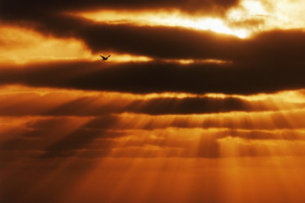 La energía solar puede llegar a la Tierra en cantidades significativamente diferentes, dependiendo tanto de la ubicación como de las condiciones climáticas.