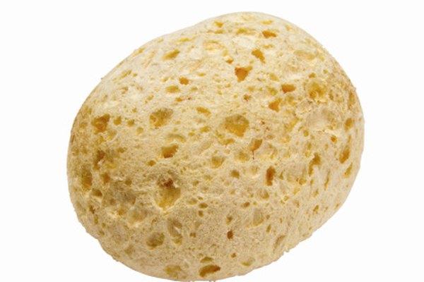 La piedra pómez es una roca muy porosa que se utiliza a menudo como un abrasivo en el tratamiento de la piel.