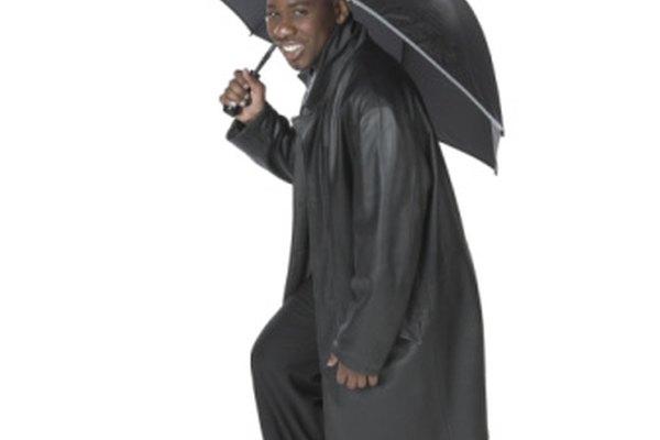 El nailon es una tela popular para impermeables y paraguas.