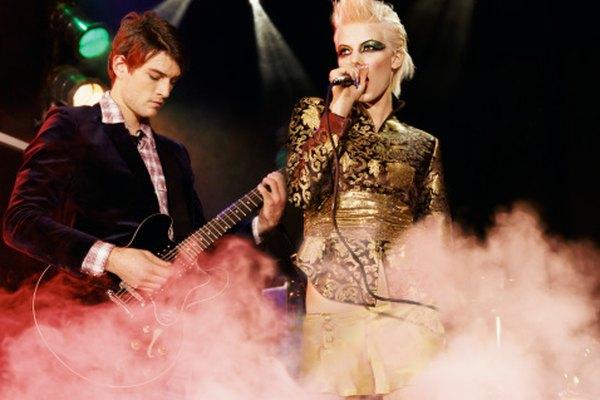 El hielo seco es un elemento común en conciertos de música y obras de teatro.