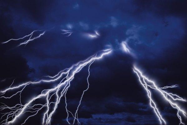 Los rayos de la nube al suelo pueden contener 1 billón de voltios de electricidad.