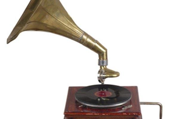 Un tocadiscos de papel opera con los mismos principios que las viejas máquinas fonográficas.
